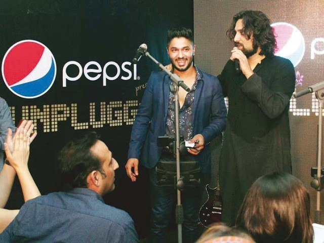 Ali Noor will also include 10 fans as vocalists on Noori�s upcoming album Begum Gul Bakaoli Sarfarosh. PHOTO: PUBLICITY<br />